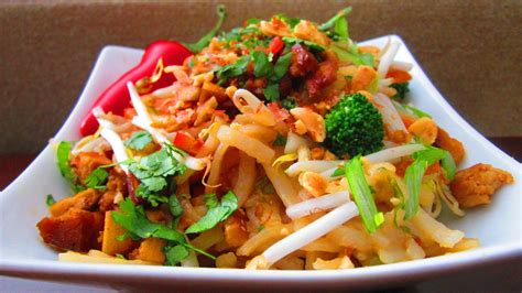 sensational thai food on massaman curry thai - Thai Dishes