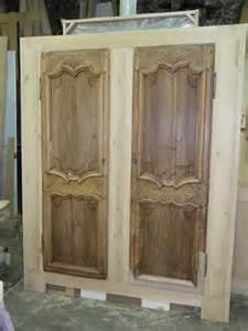 r 233 alisation de placard avec deux portes anciennes