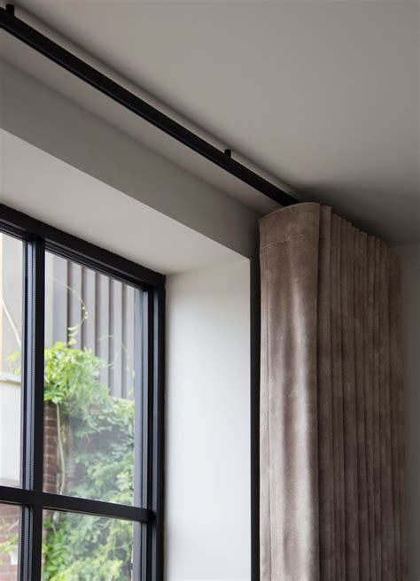zwarte gordijnrails 25 beste idee 235 n over zwarte gordijnen op pinterest