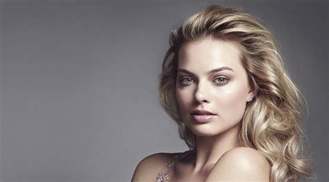Awesome Night Lights Margot Robbie Wallpaper