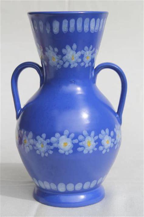 vintage italian ceramic vase daisies  blue hand painted