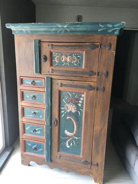 mueble rustico de madera pintado  mano  en
