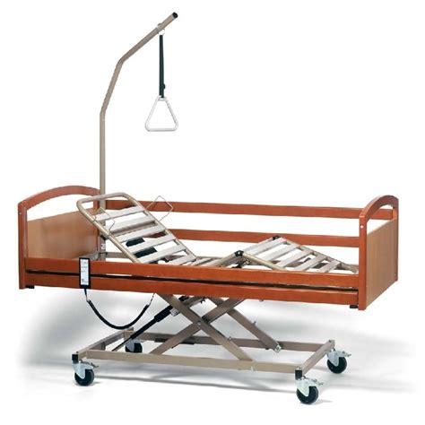 letto con sbarre per anziani letto con sbarre per malati ispirazione di design per la
