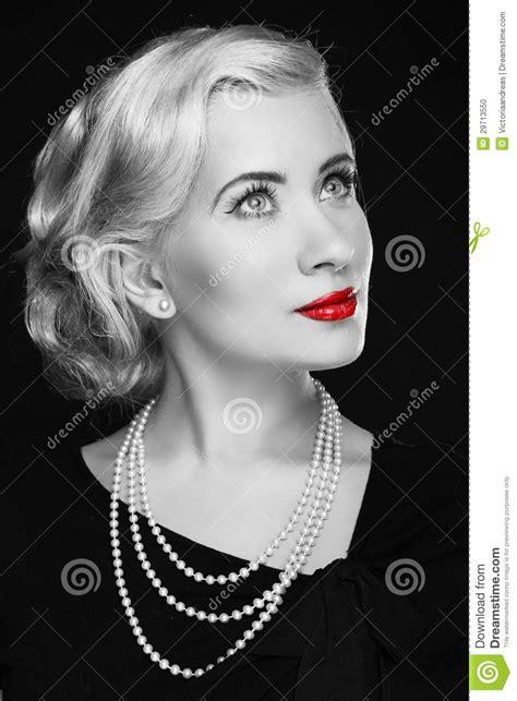 imagenes de labios a blanco y negro mujer retra con los labios rojos foto blanco y negro foto