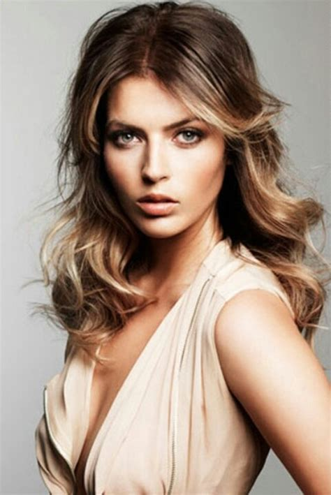 light hair color framing face with brown in back face framing blonde streaks hair color pinterest