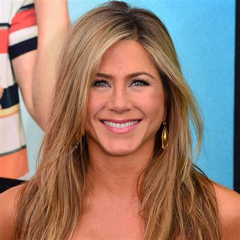 blonde hairstyles to look younger jennifer aniston friends reunion jennifer aniston