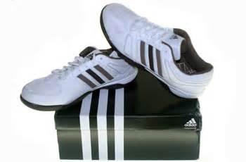 Sepatu Badminton Adidas Original gudang sepatu branded adidas original sepatu badminton