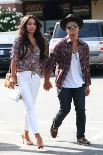 Bruno mars girlfriend dies picture butik work