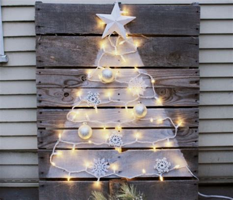 diy pallet tree with mini lights crafts a la