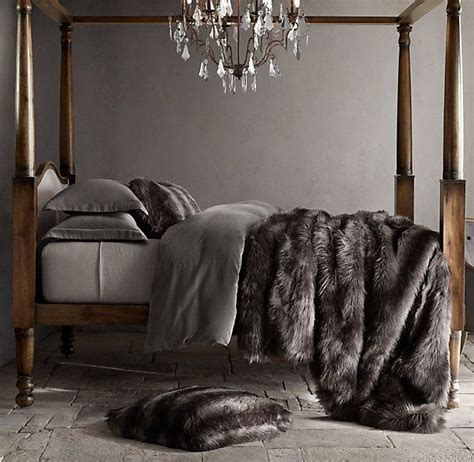 Faux Chinchilla Comforter by Best 25 Fur Throw Ideas On Fluffy Blankets