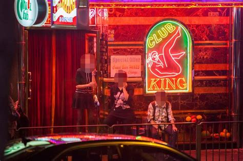 Hong Kong Light District by Fashion With Glam 09 Nov 2016