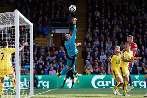 top 10 english premier league goalkeepers in 2016 heaton raises the bar for fpl goalkeepers