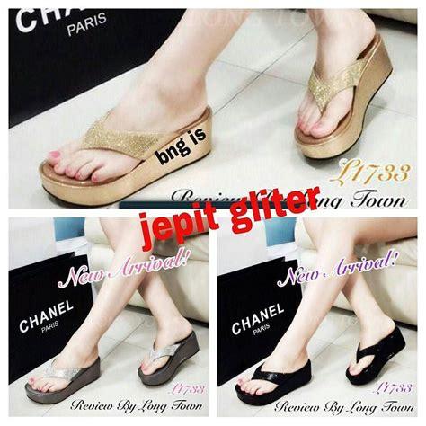 Sandal Sepatu Wedges Wanita Gliter quot quot wedges jepit gliter chanel material grain harga