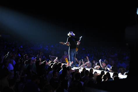 country music concerts in america 2014 file us navy 110908 n dg679 040 country music star brad