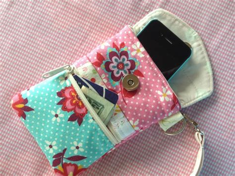 5 Wristlet Patterns to Sew Today on Craftsy
