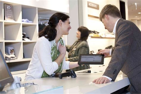 closing the knowledge gap between customer and sales
