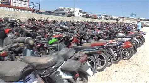 trafikten men edilen  bin  motosiklet geri doenuesueme