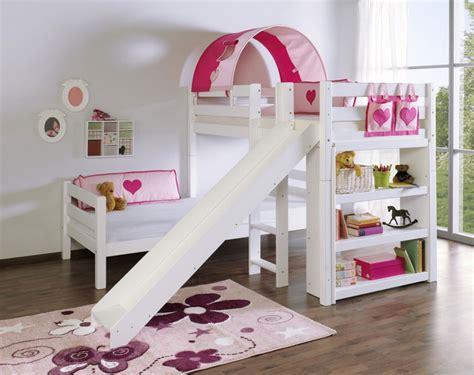 Good Immagini Camerette Neonati #2: letti-bambini-con-un-design-moderno-bella-camera-da-letto-attrezzature-come-tavoli-e-tappeti-c%C3%A8-un-dispositivo-di-scorrimento-e-ripiani.jpg