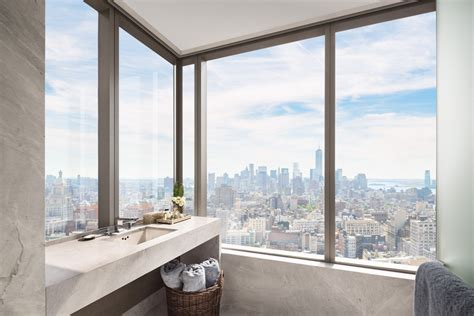 tom brady bathroom report tom brady and gisele bundchen buying in new york