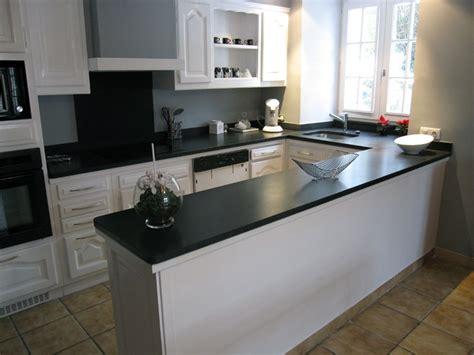 cuisine plan de travail granit noir plan de travail en granit indian absolute black effet cuir