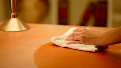aprende a hacer un limpiador casero para las muebles
