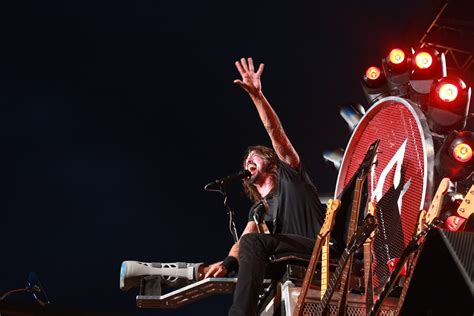 join foo fighters fan foo fighters announce concert in italy following