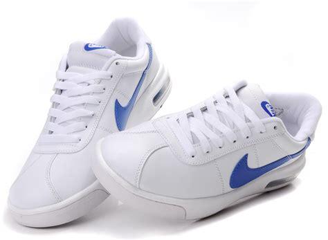 nike white and blue