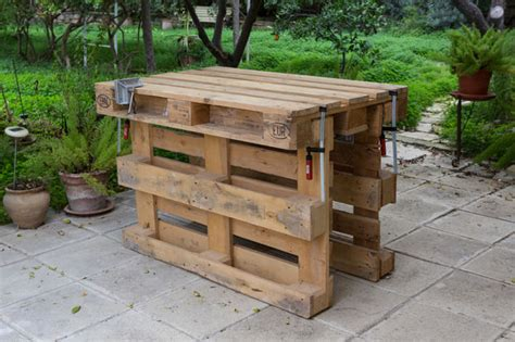 pallet garden work bench workbench made with 3 pallets no tools no nails no