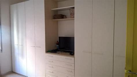 armadio con televisore incorporato prezzi armadio con televisore 77 images stunning armadio