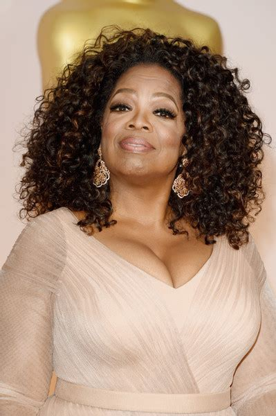 Oprah Winfrey Hairstyles by Oprah Winfrey Shoulder Length Hairstyles Looks Stylebistro