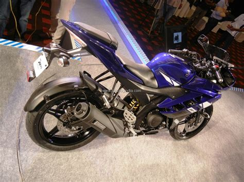 Headl Yamaha R15 yamaha r15 version 2 0 new model compared with model