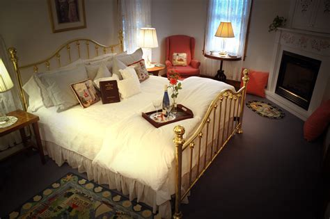 falmouth bed and breakfast cape cod cape cod bed and breakfast startstop cape cod harbor