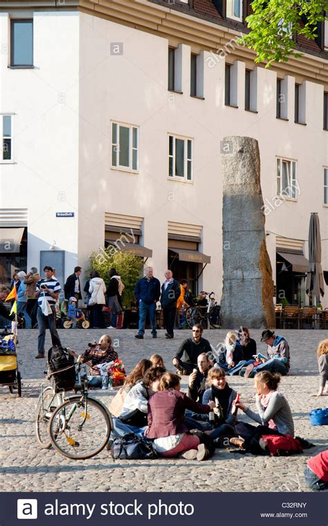 by the early evening people start to gather at the port get their people many students gathering in the early evening in