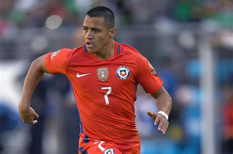 alexis sanchez honors alexis sanchez wins the copa america centenario golden