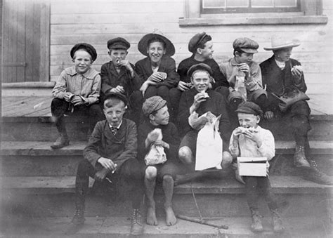 Kitchen Island Eating Area A 1900s Toronto Photo Extravaganza