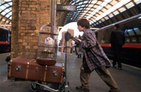 Kaos Harry Potter Harry Potter Platform 9 And 3 4 Graphics Lengan Panj the platform nine and three quarters pottermore