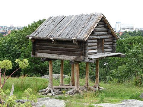 baba jaga haus file sami storehouse jpg wikimedia commons