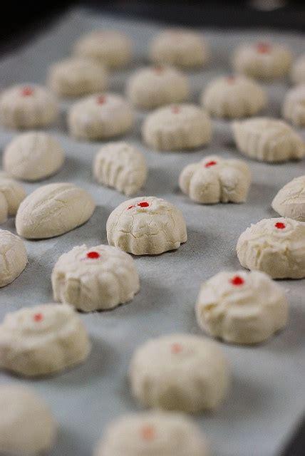 new year kuih kuih bangkit tapioca cookies malaysiamustsee
