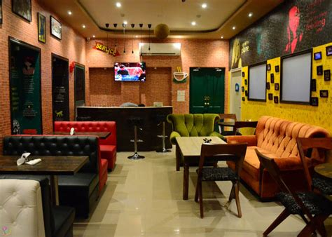 Friends Interior by There S A F R I E N D S Cafe That S Opened In Kolkata And It Is Exactly Like You D Imagine It