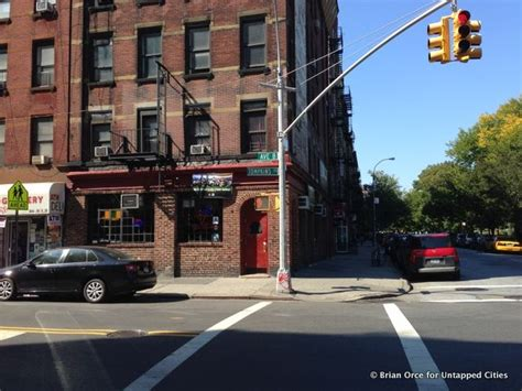 A Place Filming Location Nyc Locations The Godfather Part Ii Crocodile Dundee At Vazac S Horseshoe Bar Nyc