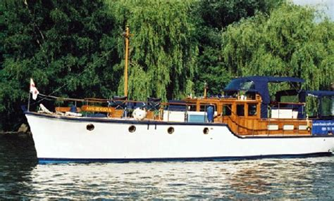 party boat rental thames the river thames guide private party boats private
