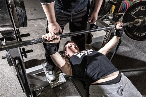 whats a good bench press weight whats a good bench press weight 28 images grip width