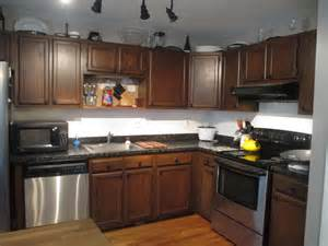 kitchen colors with oak cabinets and black countertops
