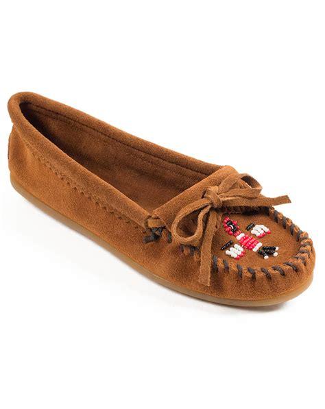 minnetonka womens slippers minnetonka s thunderbird ii moccasins brown