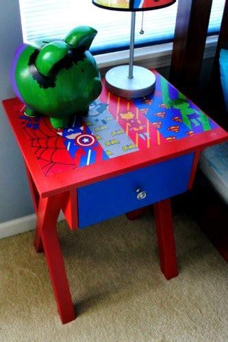 Bantal Leher Karakter Captain America mendekor kamar anak dengan tema rumah dan gaya