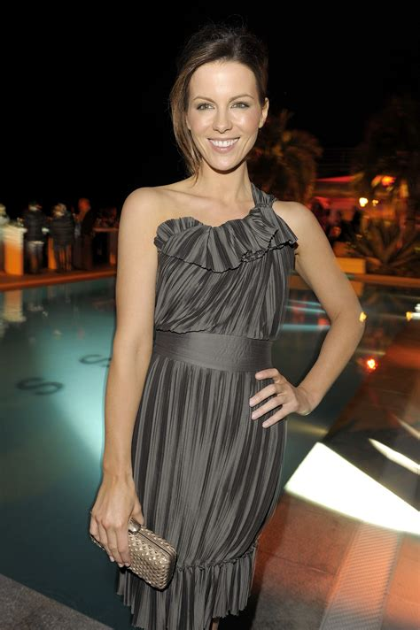 Kate Beckinsale Goes Back To The Pool by Kate Beckinsale Effortless Chic Canadian