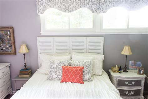 Closet Door Headboard by 17 Crafty Ways To Reuse Doors