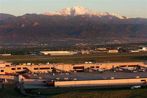 file view of pikes peak from colorado springs airport jpg wikimedia commons