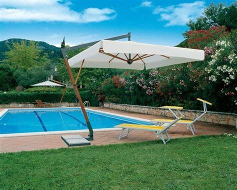 ombrelloni da terrazzo prezzi ombrelloni da giardino per ripararsi ombrelloni da