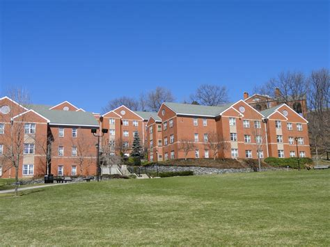 bentley college dorms file dormitories bentley university dsc00334 jpg
